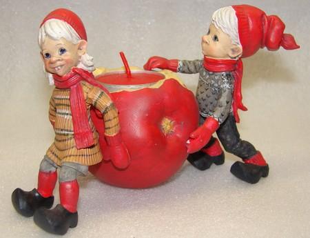 Karen und Haakon mit schwerem Apfel (für Rechaudkerze) 10/13cm