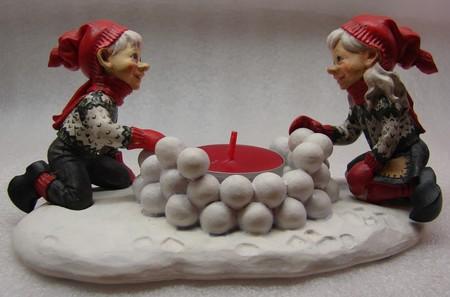 Marit und Kjell mit Schneekugeln 9/15cm