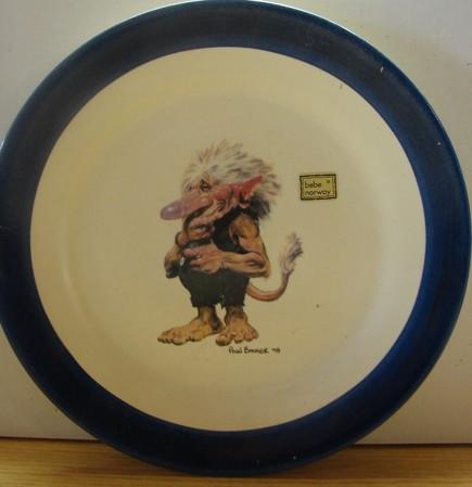 Teller Troll am Lachen / 22cm